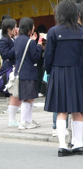 arashiyama, schoolkids shopping (1)